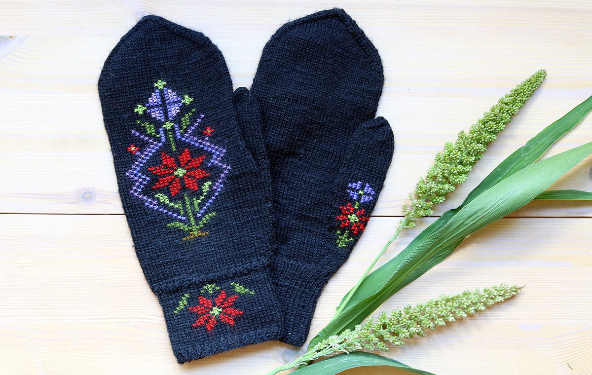 Traditional mittens from Island